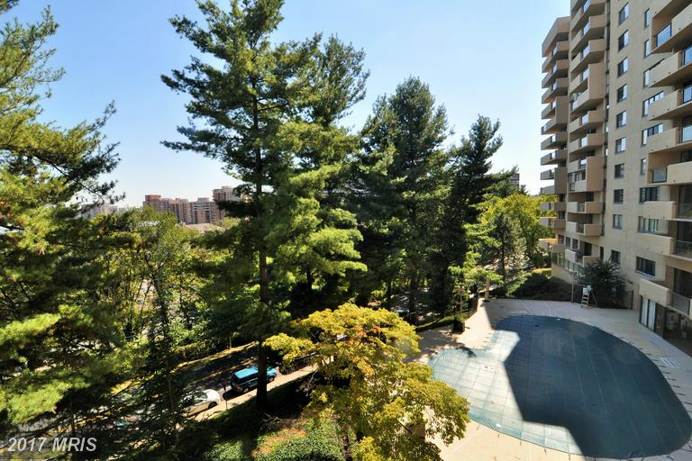 high-rise condos at 1101 Arlington Ridge Rd #307, Arlington 22202