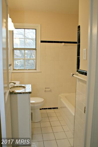 garden-style condos at 6701 Wakefield Dr #B1, Alexandria 22307