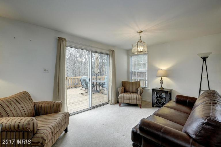 others at 7462 Cross Gate Ln, Alexandria 22315