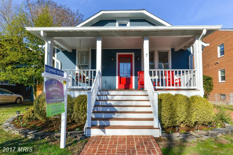 charming front porch in the heart of Del Ray.