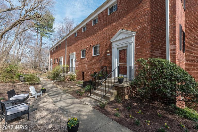 townhouses at 1621 Preston Rd, Alexandria 22302