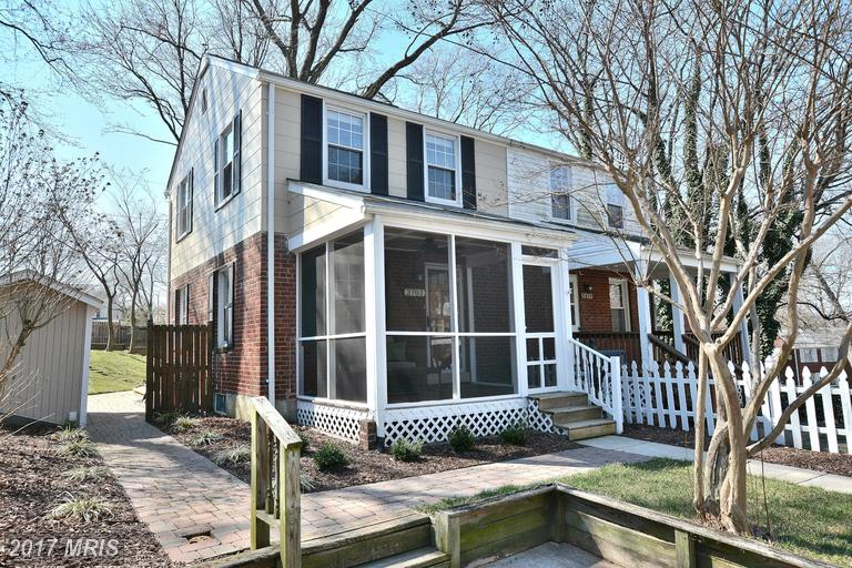 duplexes at 2703 Farmington Dr, Alexandria 22303
