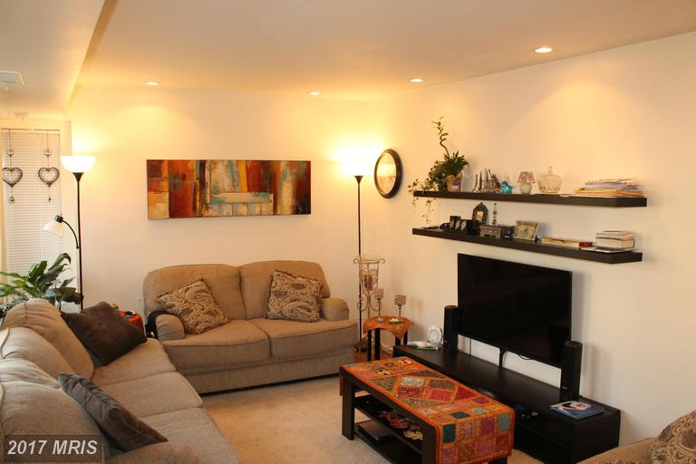garden-style condos at 10350 Luria Commons Ct #1b, Burke 22015