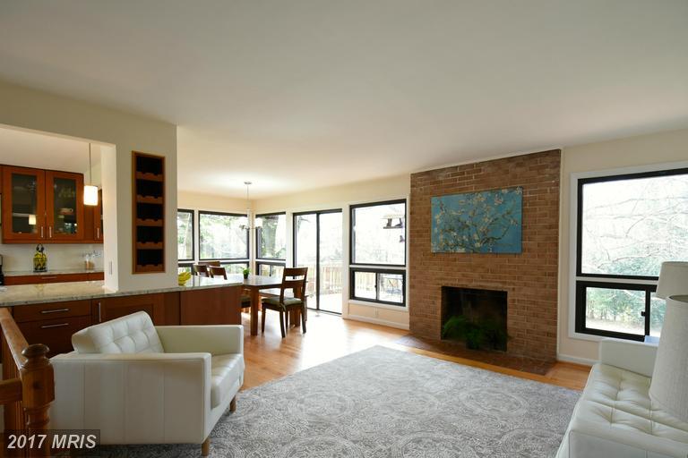 3804 Woodburn Rd, Annandale, VA 22003