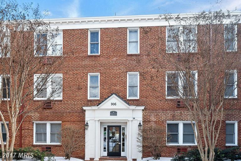 garden-style condos at 906 Washington St S #305, Alexandria 22314