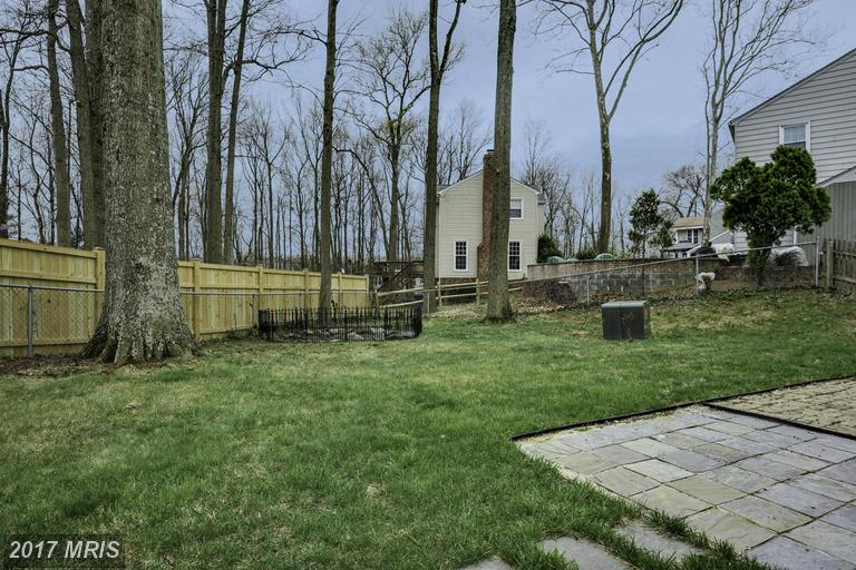 houses at 7005 Stone Mill Pl, Alexandria 22306