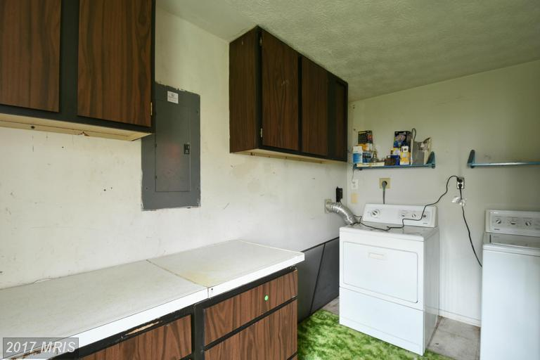 houses at 5845 Parakeet Dr, Burke 22015