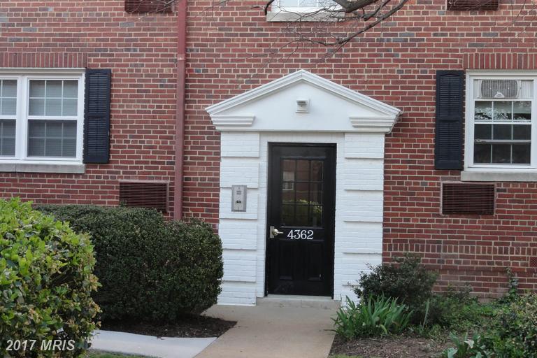 garden-style condos at 4362 Pershing Dr N #4, Arlington 22203