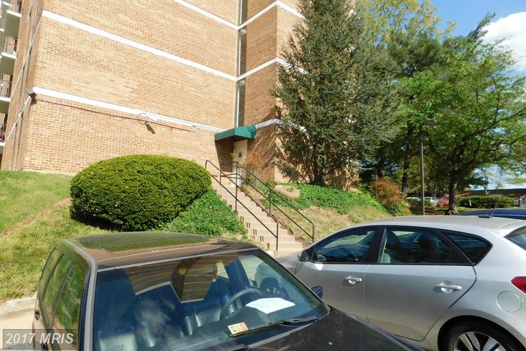 high-rise condos at 2311 Pimmit Dr #915, Falls Church 22043