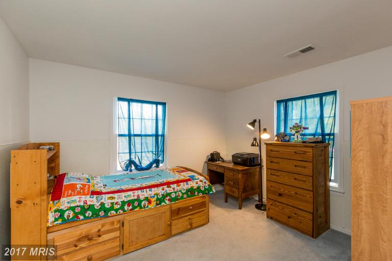 10710 Stanhope Pl, Fairfax, VA 22032