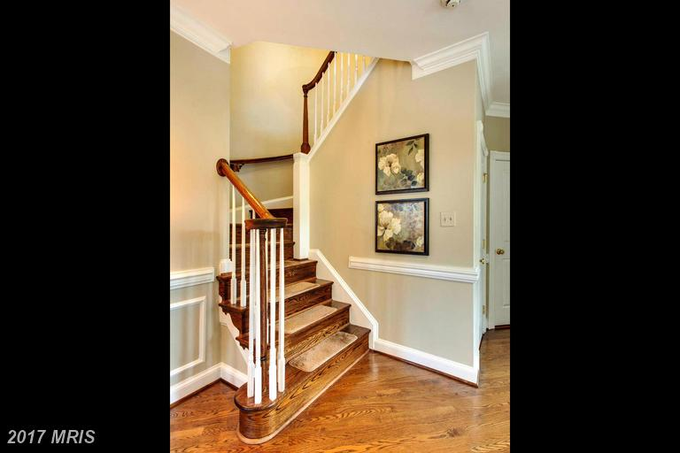 townhouses at 6317 Barcroft Mews Dr, Falls Church 22041