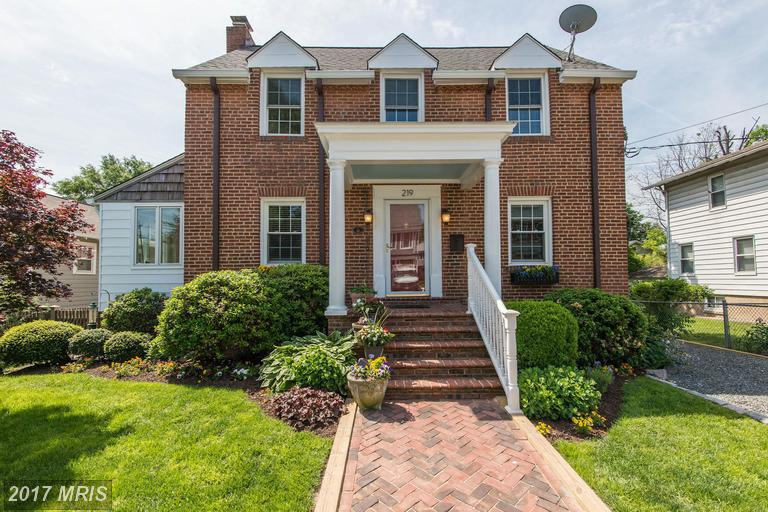 219 Howell Ave E, Alexandria, VA 22301
