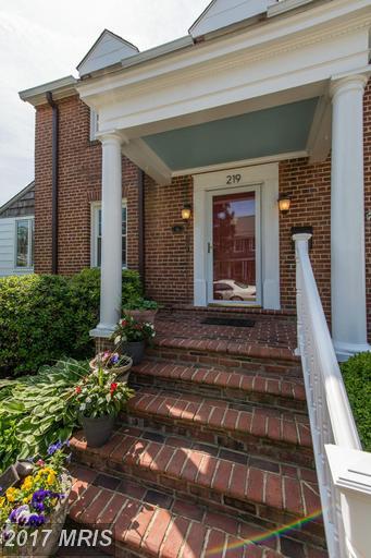 219 Howell Ave E, Alexandria, VA 22301