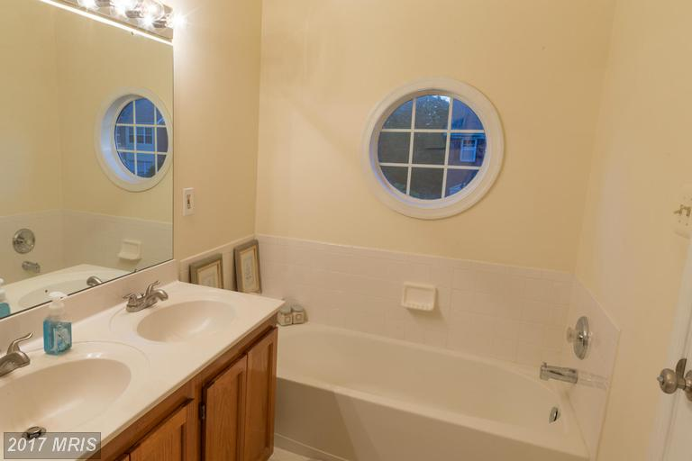townhouses at 13115 Watchwood Ln, Fairfax 22033