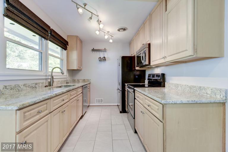 houses at 7027 Oak Ridge Rd, Falls Church 22042