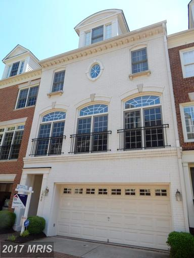 townhouses at 1606 Colonial Hills Dr, McLean 22102