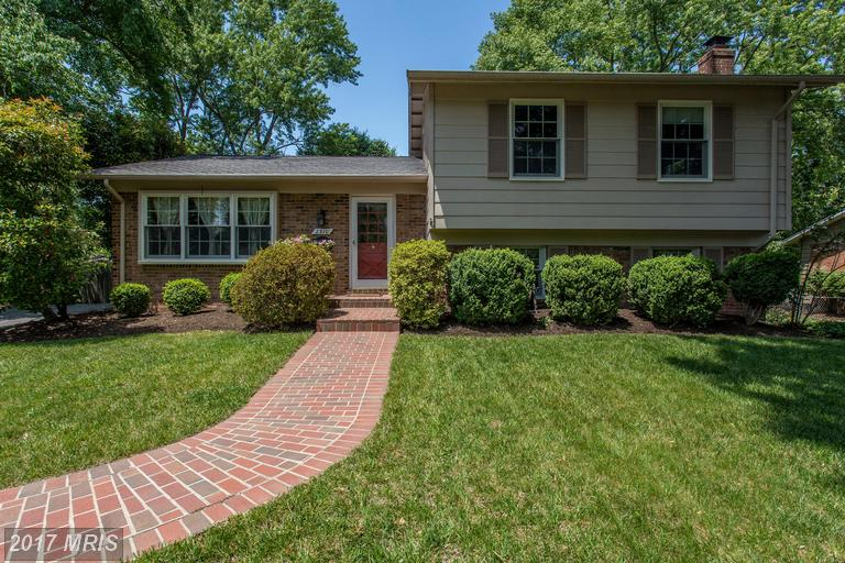 houses at 2310 Candlewood Dr, Alexandria 22308