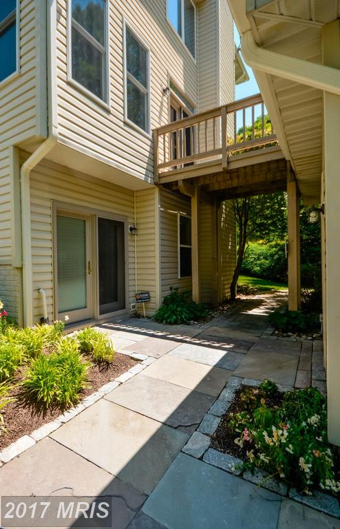 houses at 8921 Garden Stone Ln, Fairfax 22031