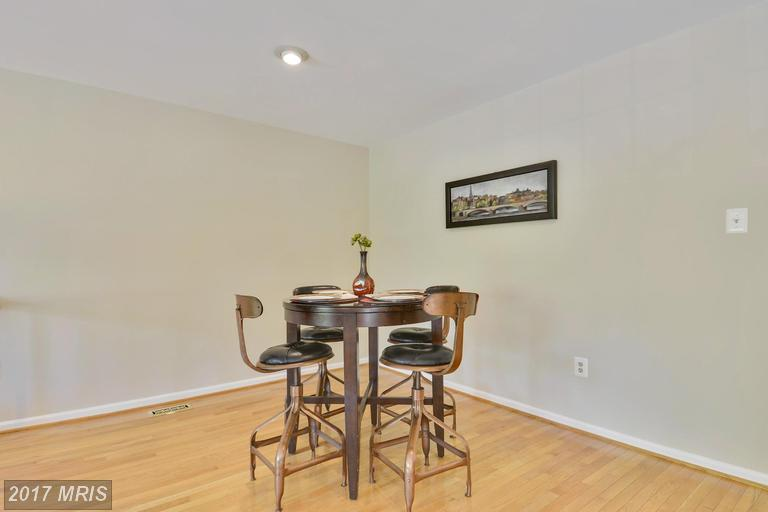 4666 Luxberry Dr, Fairfax, VA 22032