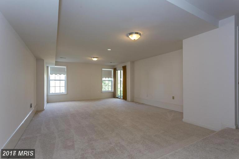 houses at 8287 Tabor Ln, Fairfax Station 22039