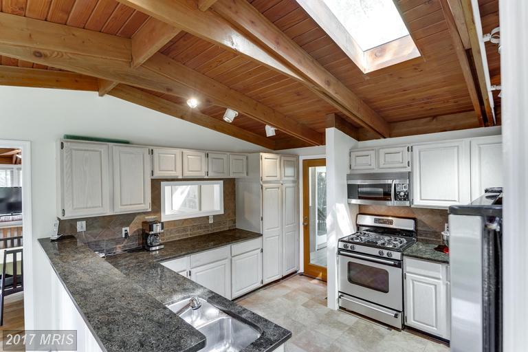 houses at 2909 Pine Spring Rd, Falls Church 22042