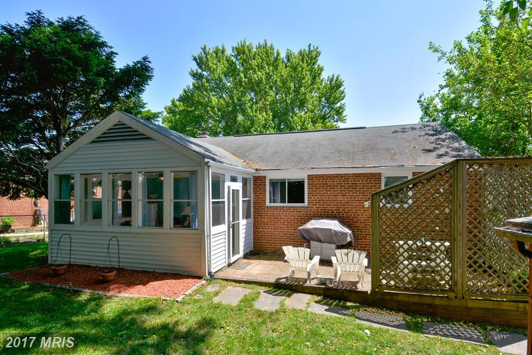 houses at 2830 Bisvey Dr, Falls Church 22042