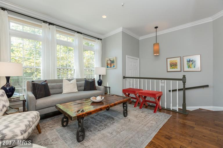 1526 Colonial Ter