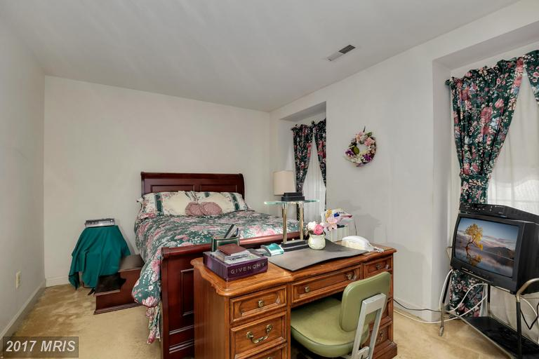 houses at 806 George Mason Dr S, Arlington 22204