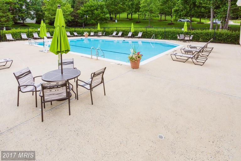 garden-style condos at 7508 Ashby Ln #H, Alexandria 22315
