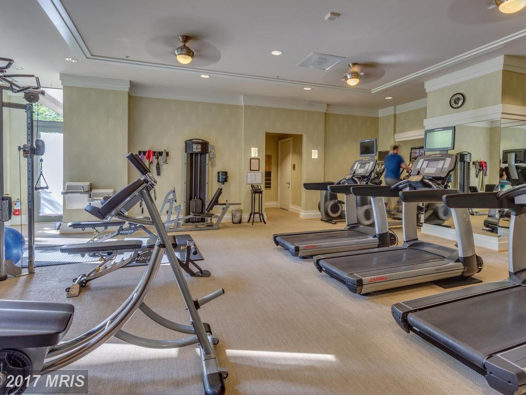 high-rise condos at 8220 Crestwood Heights Dr #905, McLean 22102