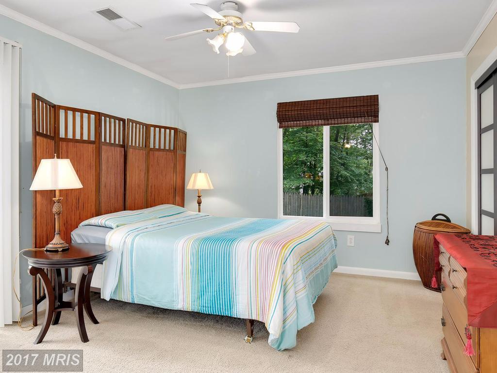 10403 Nellie White Ln, Fairfax, VA 22032