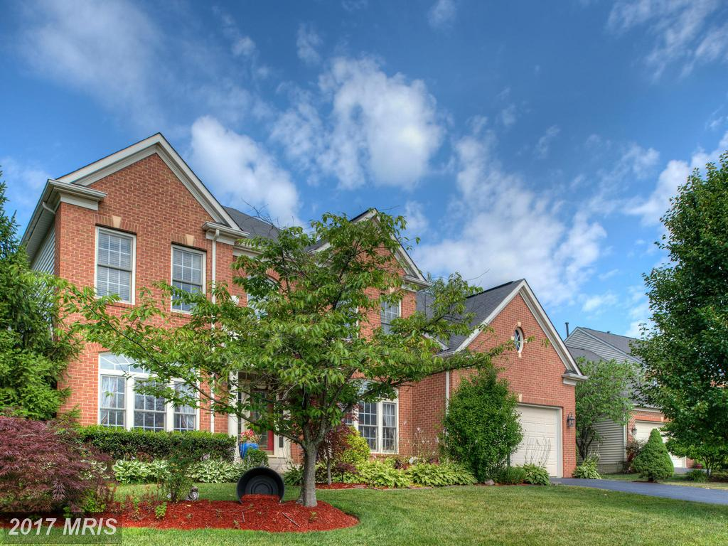 This Gorgeous Colonial is nestled in a quiet, small, two cul-de-sac at Crosspointe Glen in Lorton thumbnail