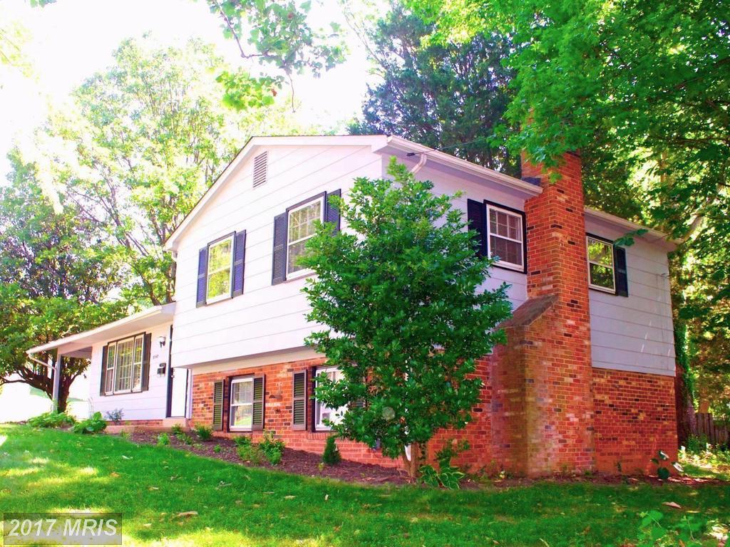 9540 Old Creek Dr, Fairfax, VA 22032
