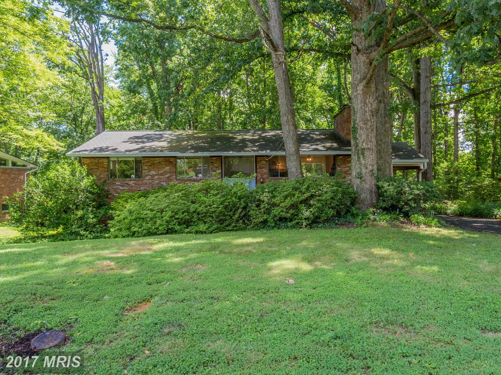 Large 4 Bedroom Brick home on .42 acre lot inside the beltway at Forest Hills in Annandale thumbnail
