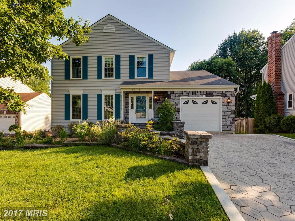 Gorgeous light filled home in sought after Beechwood community in Lorton thumbnail