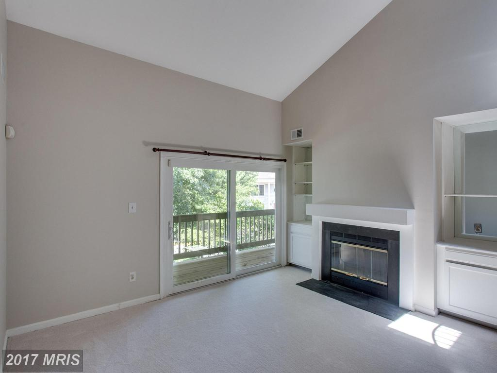 6101b Essex House Sq, Alexandria, VA 22310