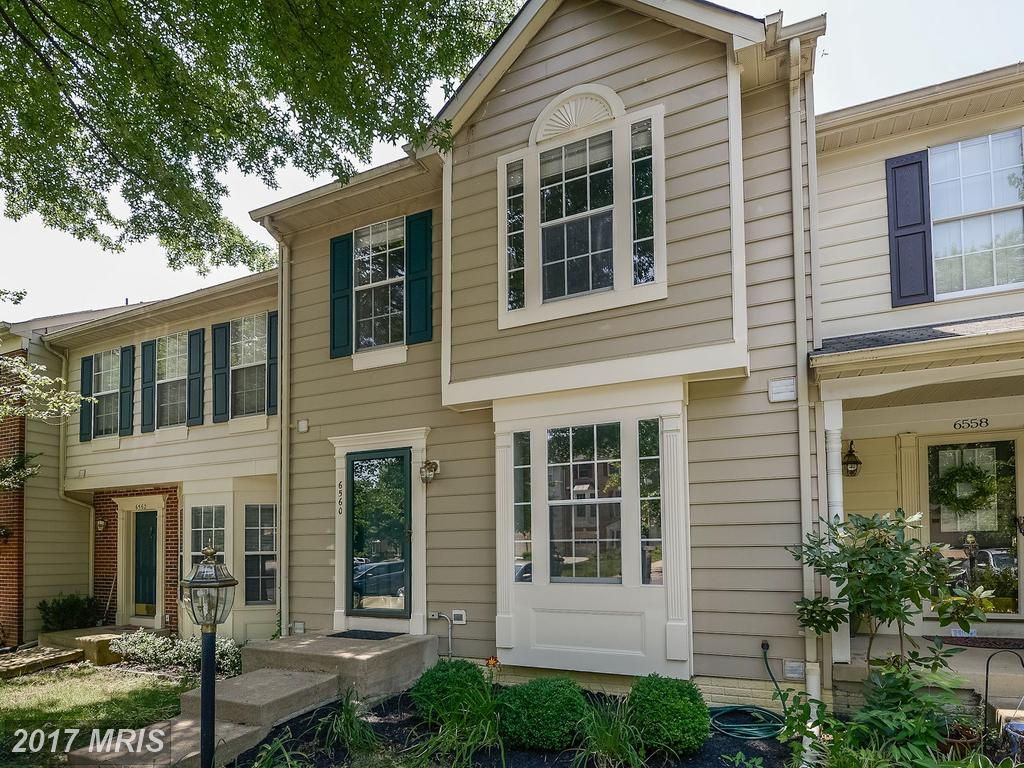 Colonial Townhouse In Alexandria Virginia Selling For $454,900 thumbnail