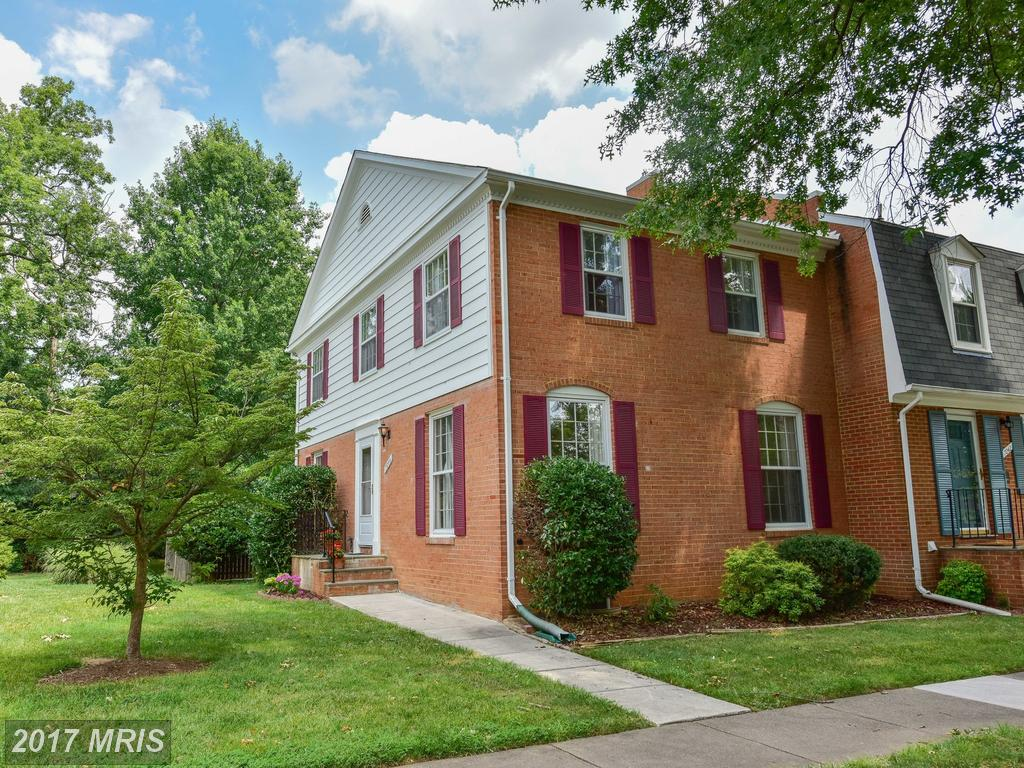 Beautiful sought after End unit Townhouse minutes to 395 at Leewood in Springfield thumbnail
