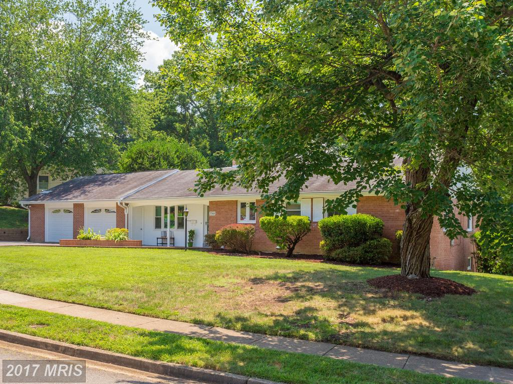 Beautiful 4 Bedroom Split level Home in West Springfield near the Springfield Golf & Country Club thumbnail