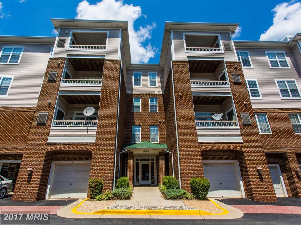 Great location for this spacious 2 Bedroom Condo at Christopher At Cedar Lakes in Fairfax thumbnail