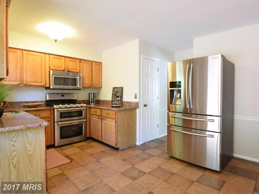 8845 Applecross Ln, Springfield, VA 22153