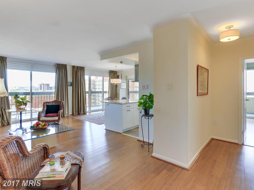 400 Madison St #904, Alexandria, VA 22314