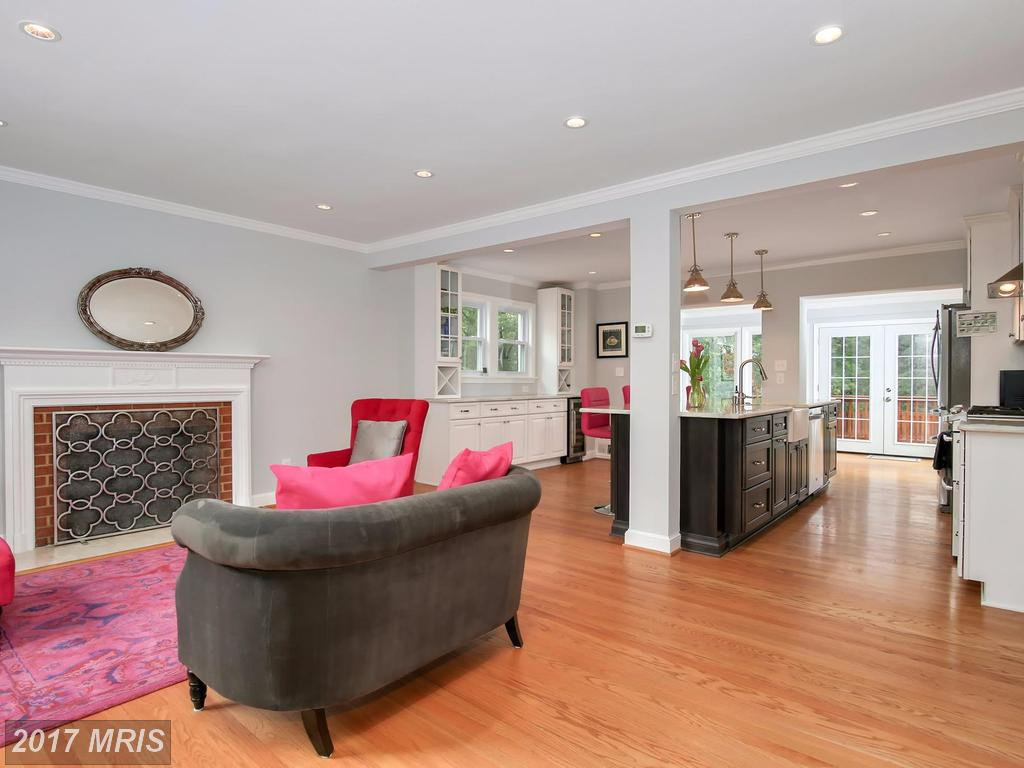 How Much Does 1,700 Sqft Of Real Estate Cost In Dyes Oakcrest? thumbnail