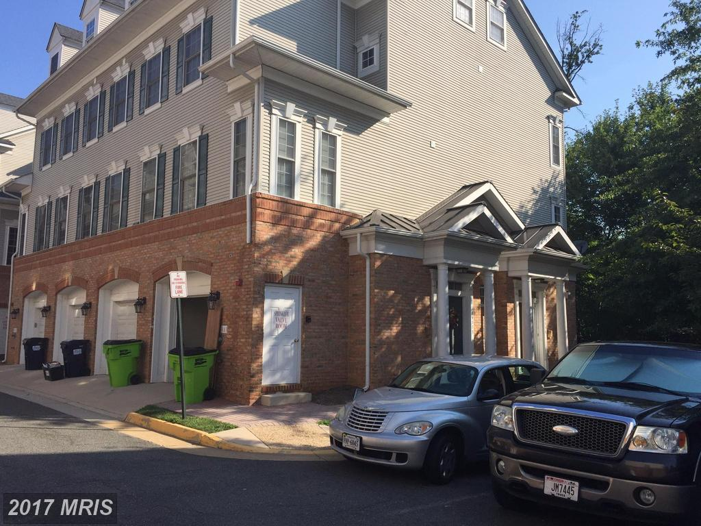 Upscale End Unit Townhome Style Condo with garage at Lorton Station North in Lorton thumbnail