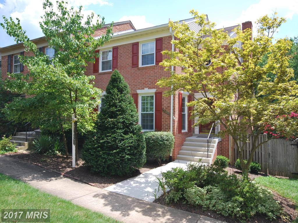 10307 Friendship Ct, Fairfax, VA 22032