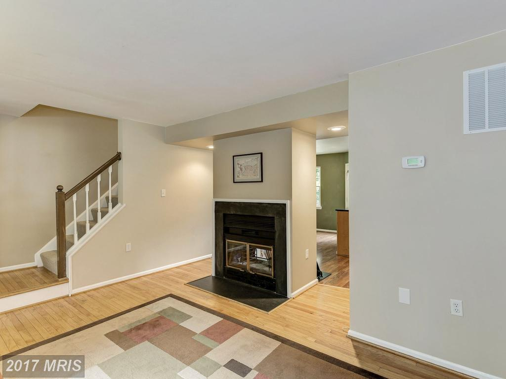 5684 Medallion Ct, Alexandria, VA 22303