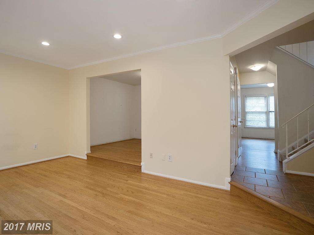 10291 Friendship Ct, Fairfax, VA 22032