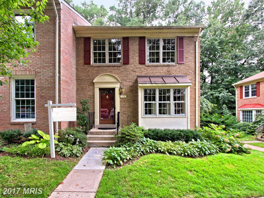 Charming landscaped, brick, End Townhome at Keene Mill Village in Springfield thumbnail
