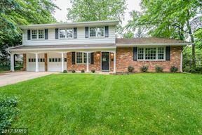8309 Chivalry Rd, Annandale, VA 22003