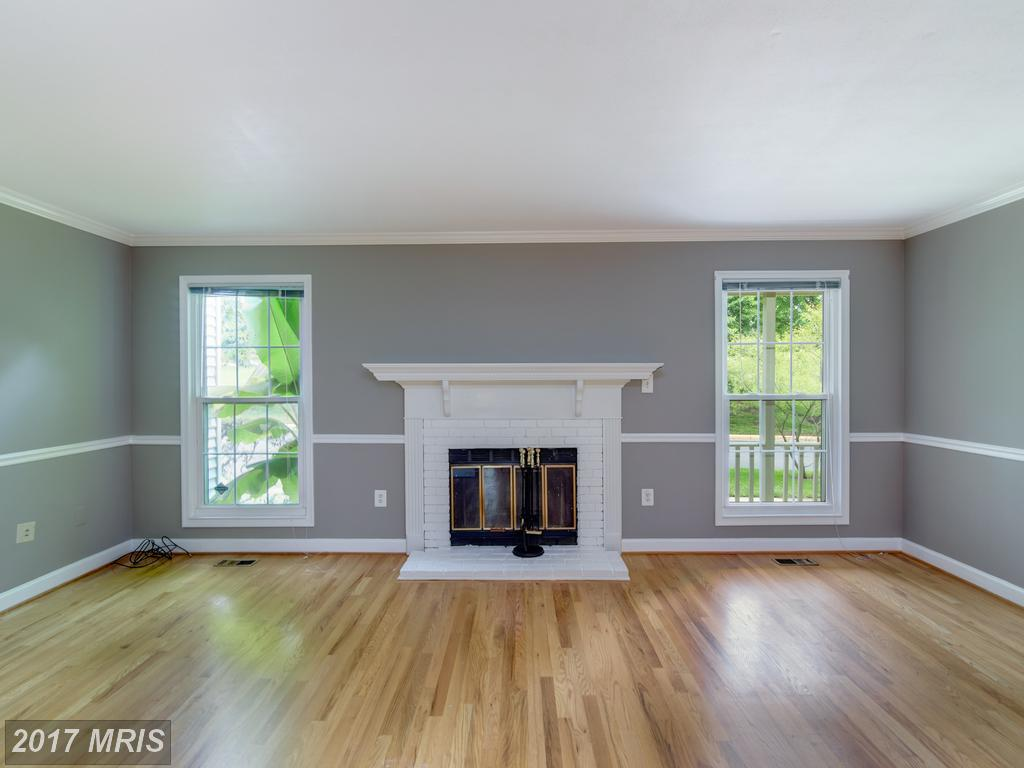 6434 Selby Ct, Centreville, VA 20121